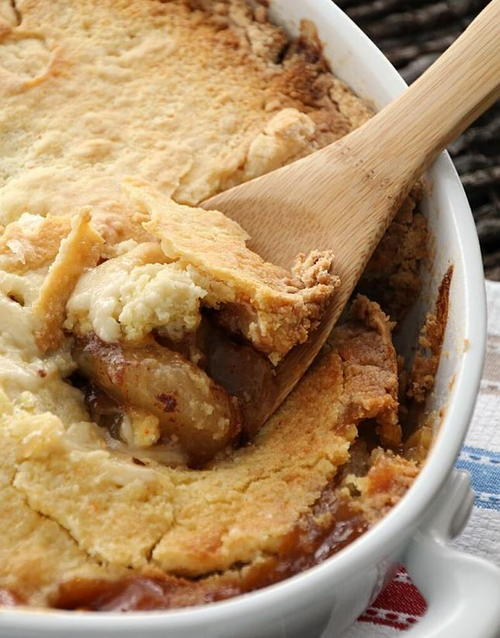 5-Ingredient Caramel Apple Cobbler
