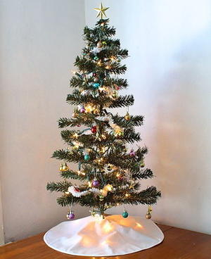 Simple DIY Tree Skirt
