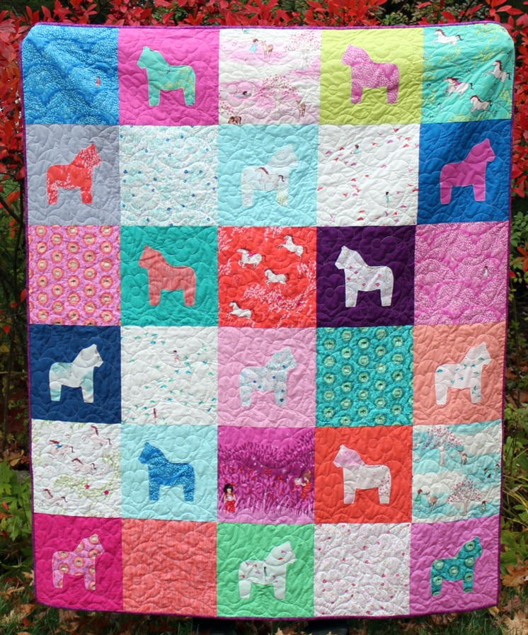 Quilt Patterns With Horses : Dala Horse Fat Quarter Quilt FaveQuilts.com