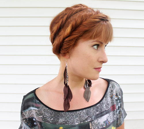 How to Make Feather Earrings Out of Leather