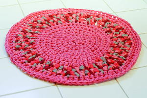 Pretty Pink DIY Crochet Rug