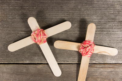 Easy Popsicle Stick Crosses