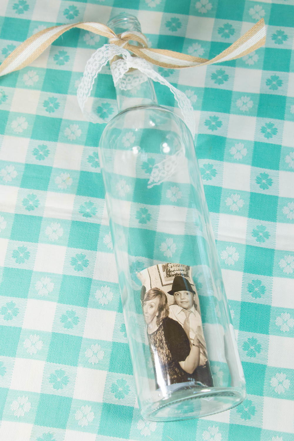 Empty wine bottle picture frame for Empty bottle craft