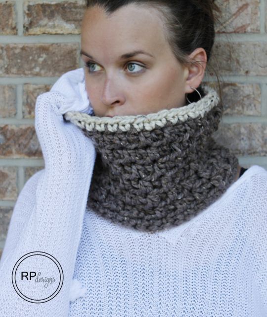 Stylish Crochet Cowl for Fall