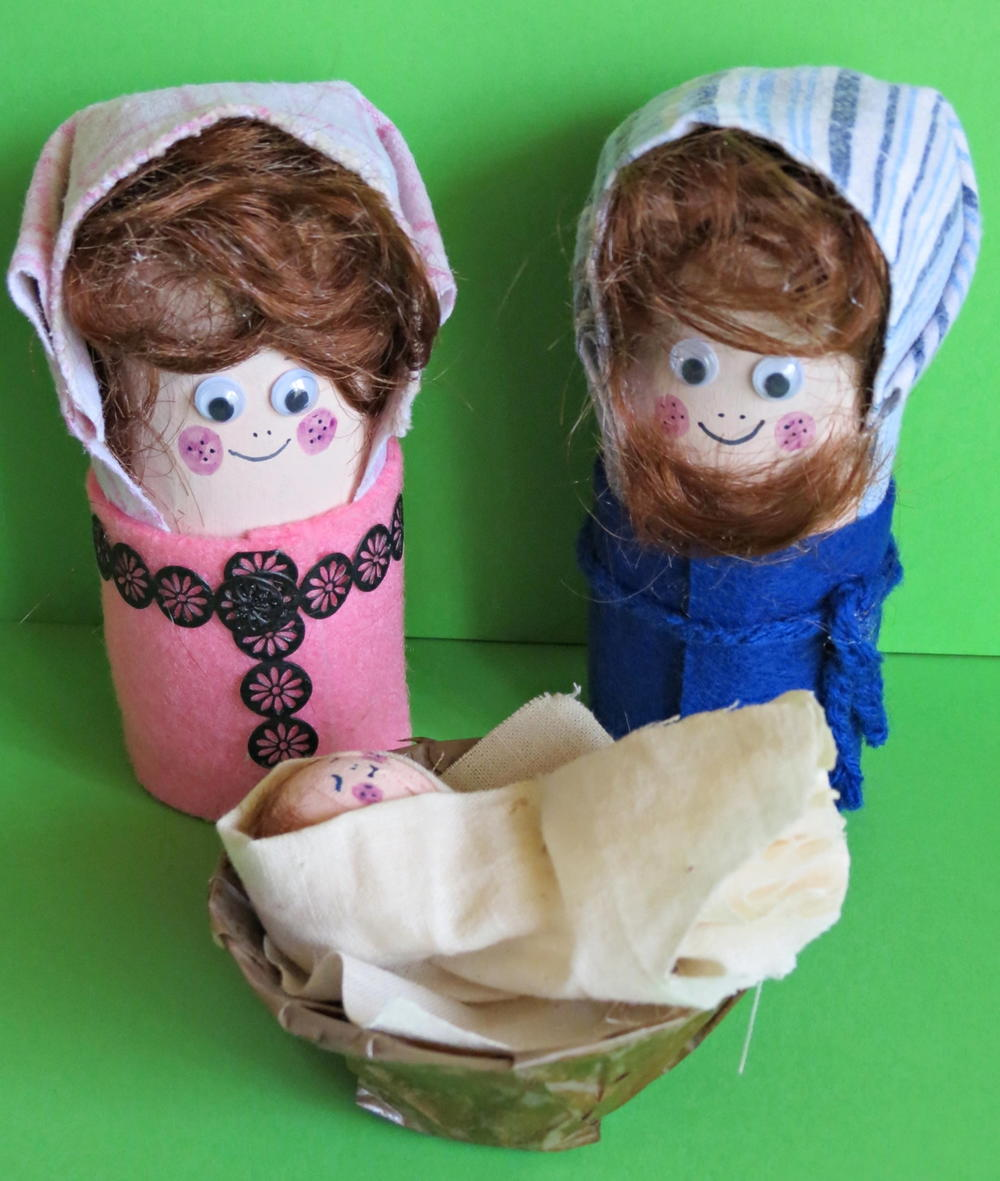 Little nativity toilet paper roll craft for Nativity crafts to make
