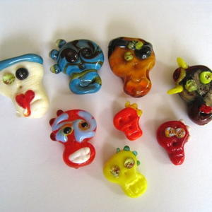 Adorable Glass Skull Beads
