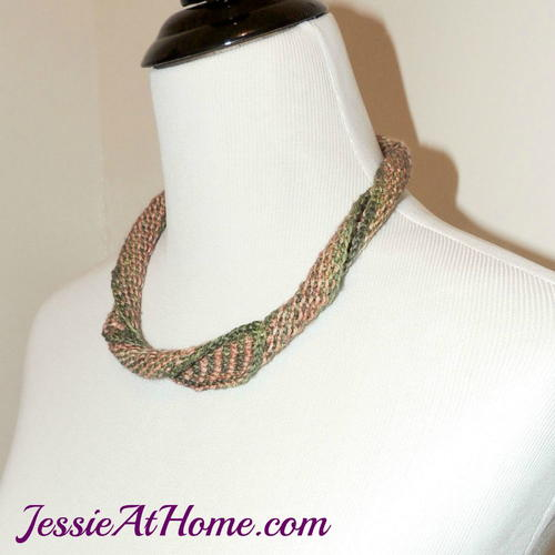 Dueling Stripes Knit Necklace
