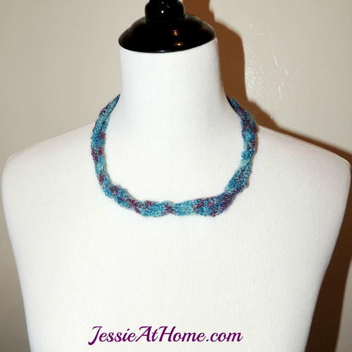 Mesh Crochet Necklace Tutorial