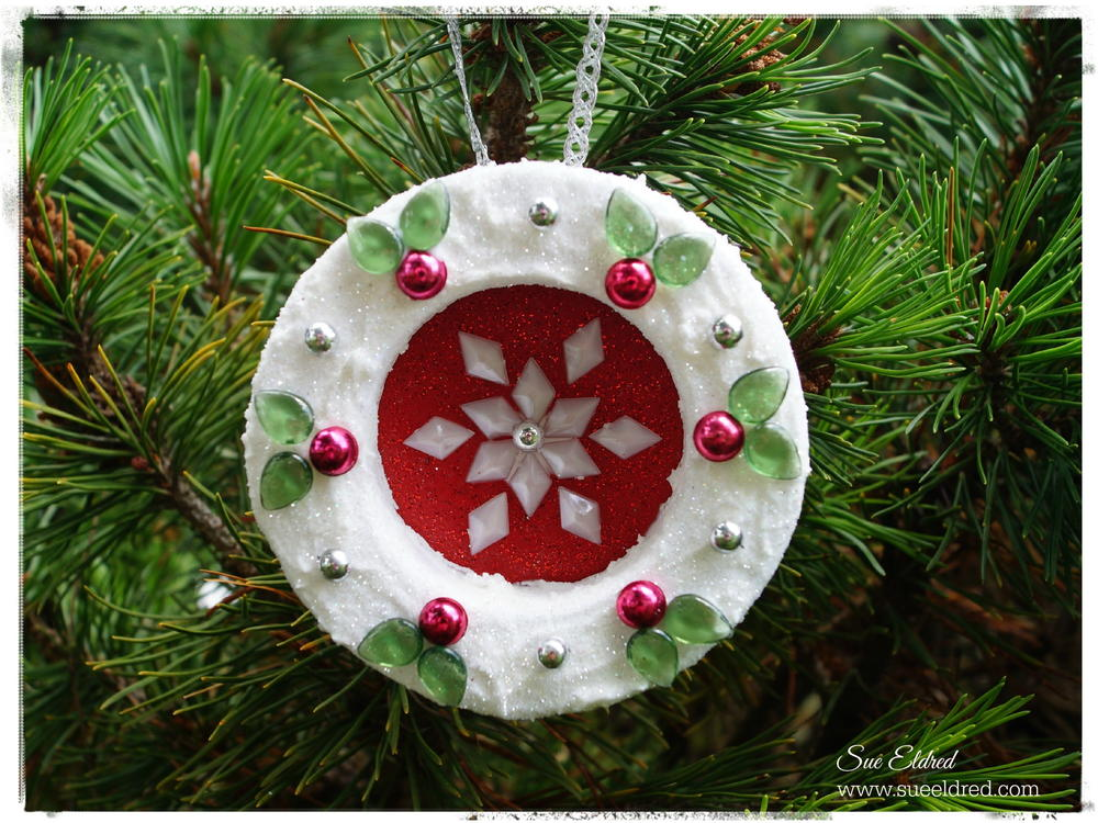 70 simple homemade christmas ornaments for Holiday christmas ornaments