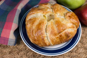 Puff Pastry Baked Brie with Pears