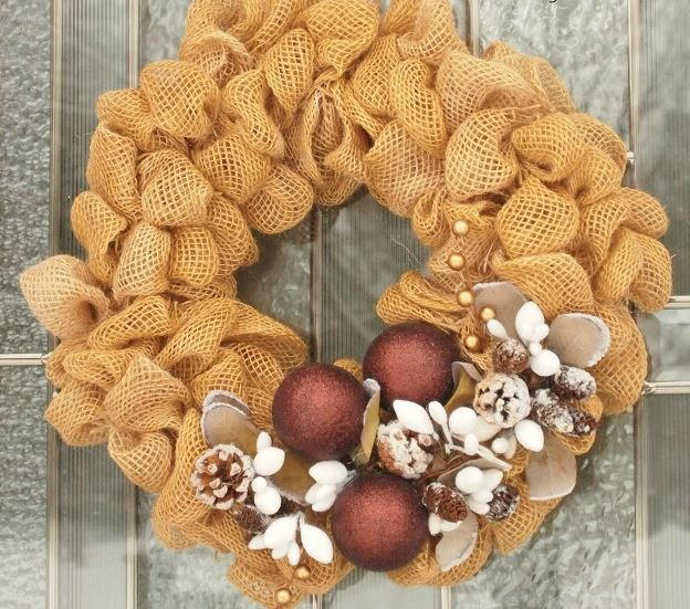 Pinecone Diy Burlap Wreath Allfreeholidaycrafts Com