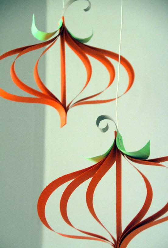 curly paper pumpkin craft - Halloween Crafts For The Classroom