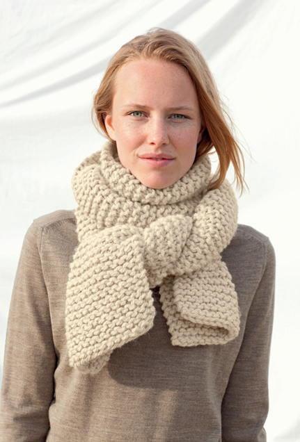 Free Knitting Patterns For Winter Scarves : Eggnog Knit Scarf Pattern AllFreeKnitting.com