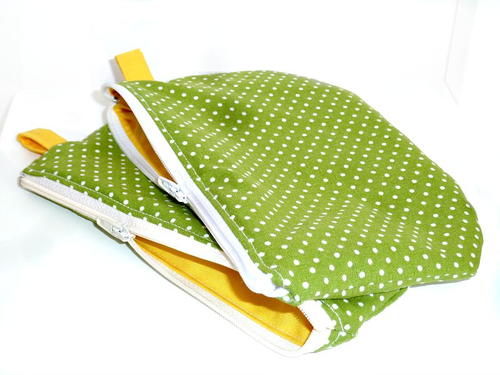 A cute polka-dot Zipper Pouch Tutorial