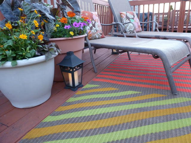 Cute Upcycled Spray Painted Outdoor Rug Diyideacenter Com