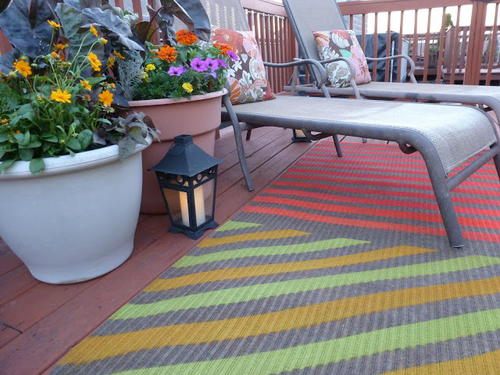 Cute Upcycled Spray Painted Outdoor Rug