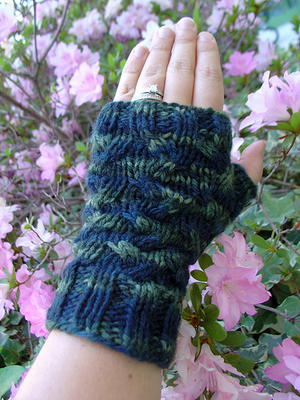 Roman Holiday Fingerless Mitterns Knitting Pattern