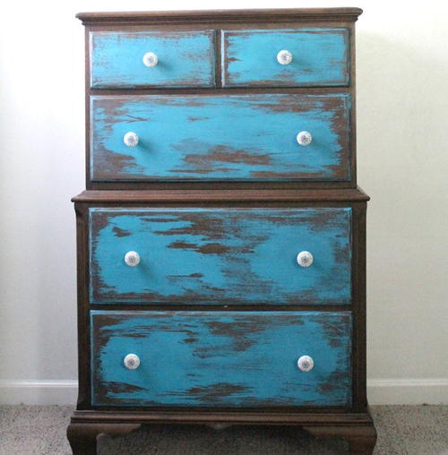 Easy Distressing Furniture Tutorial