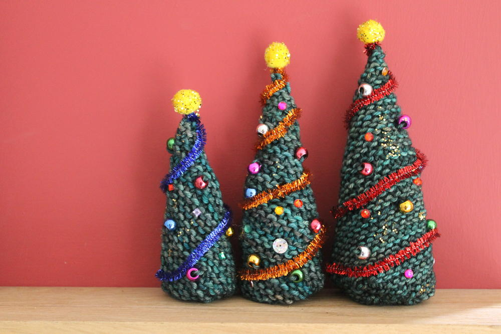 Knitted Christmas Tree Hat Pattern : Easy Knitted Christmas Trees AllFreeKnitting.com
