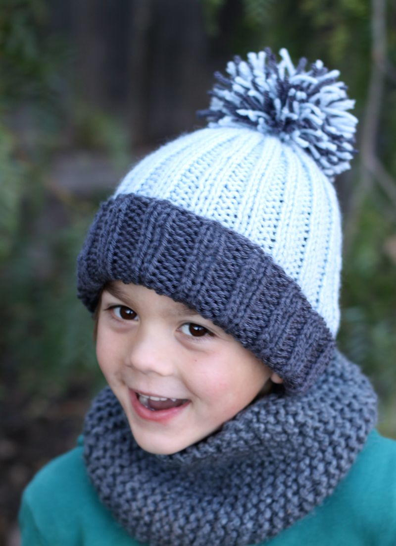Knit Hat Pattern Graham : Beginner Easy Ribbed Pom Hat AllFreeKnitting.com