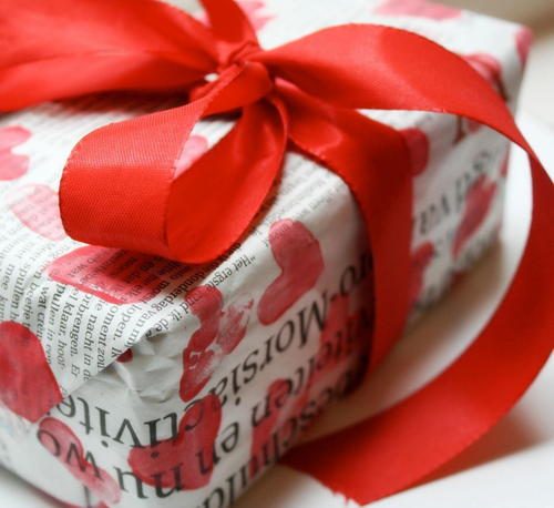 Sweet Heart Newspaper Gift Wrapping