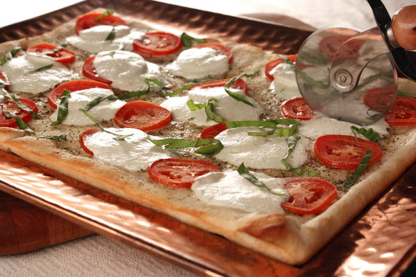EDR Fresh Mozzarella Tomato Pizza