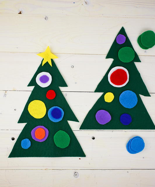 Felt christmas tree preschool craft for Christmas crafts for pre schoolers