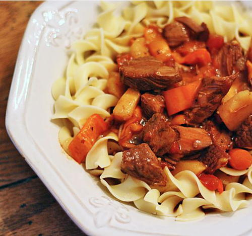 Slow Cooker Hungarian Goulash and Noodles