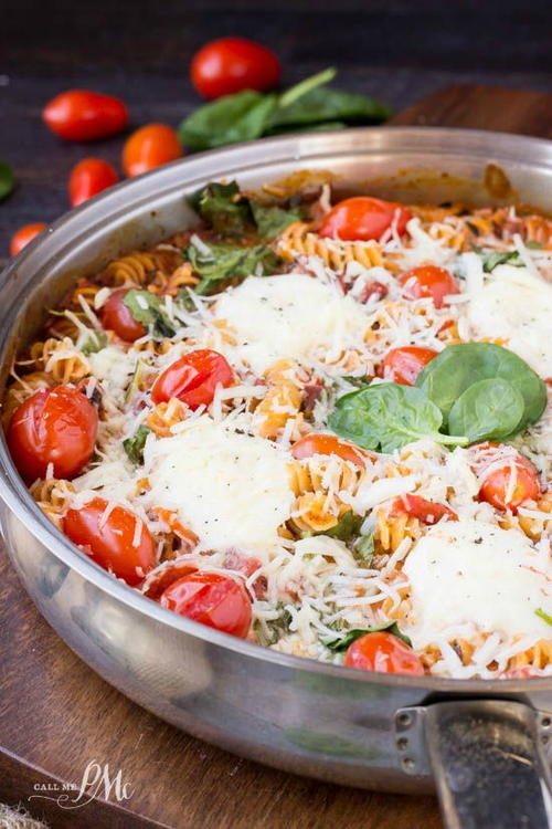 One-Pan Spinach, Cheese, and Tomato Pasta