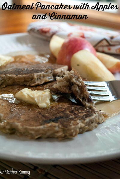 Hearty Pancakes with Apples and Cinnamon