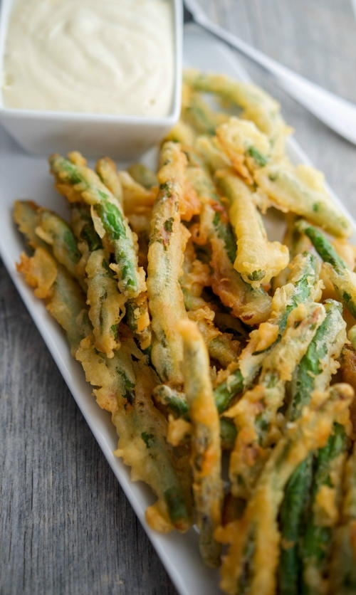 Copycat Crispy Green Beans with Lemon Garlic Sauce