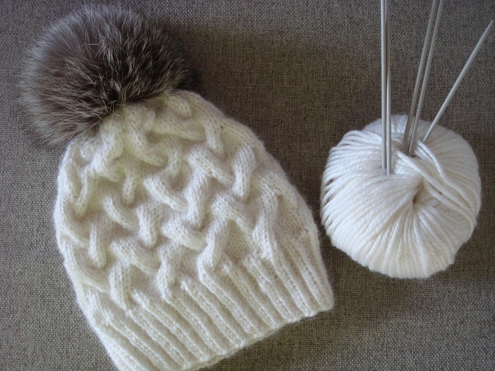 Knitting Patterns Baby Cable Hats : Snowy Scene Cable Hat AllFreeKnitting.com