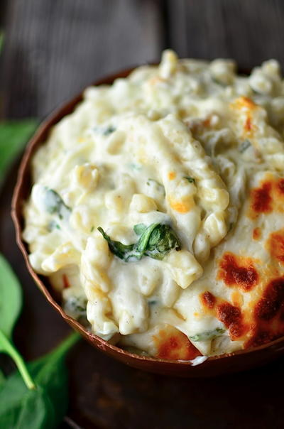 Seriously Delicious Spinach Artichoke Mac and Cheese