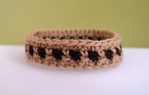 Two-Toned Crochet Bracelet Pattern