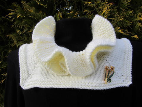 Diana Ruffle Neck Warmer