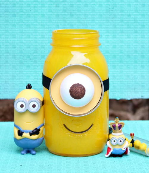 DIY Minion Mason Jar