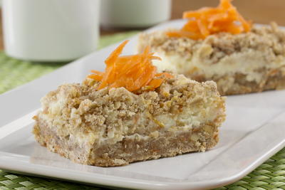 Crumbly Carrot Cake Bars