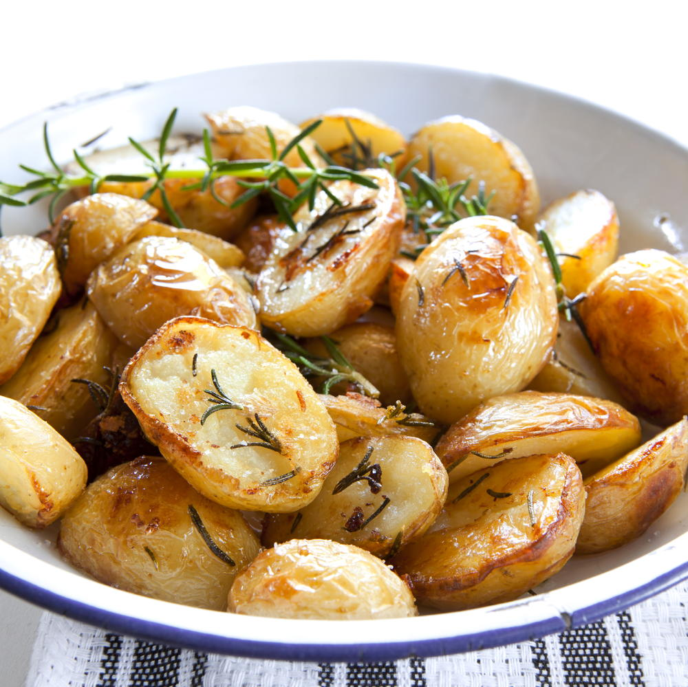 Effortless Garlic Roasted Potatoes | RecipeLion.com