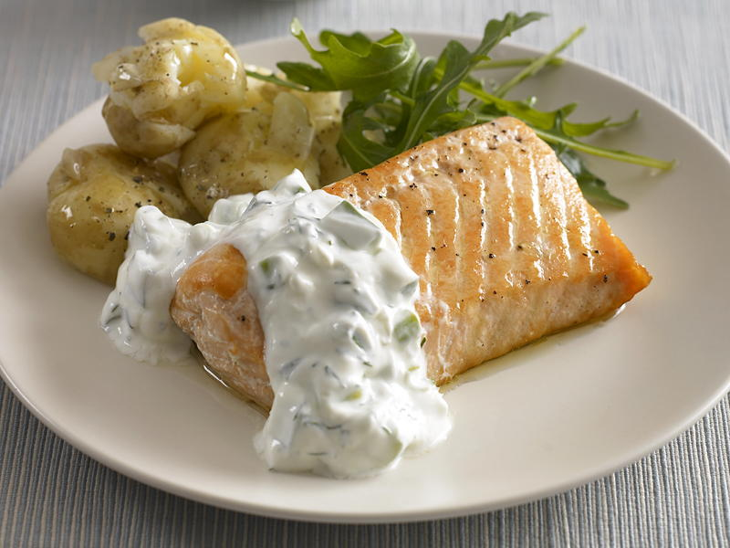 Baked salmon with cucumber dill sauce for Baked fish recipe with sauce