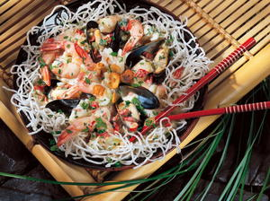 Crispy Rice Vermicelli with Seafood in Coconut Sauce
