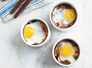 Baked Eggs with Tomato and Bell Pepper Marmalade