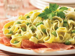 Fettuccine with Prosciutto and Peas