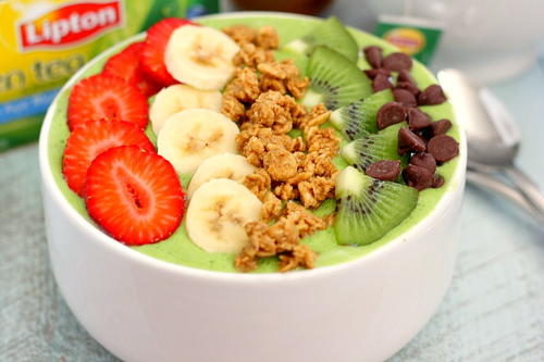 Banana Kiwi Green Smoothie Bowl