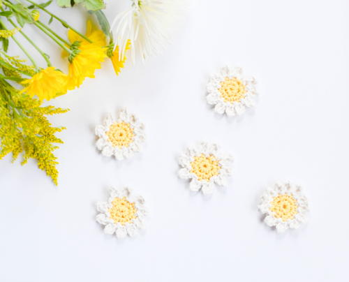 Sweet Daisy Napkin Rings and Flowers