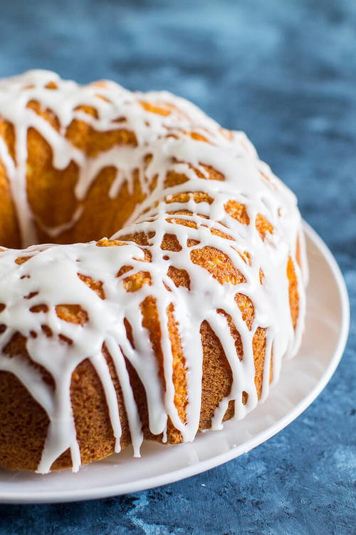 Lovely Lemon Bundt Cake