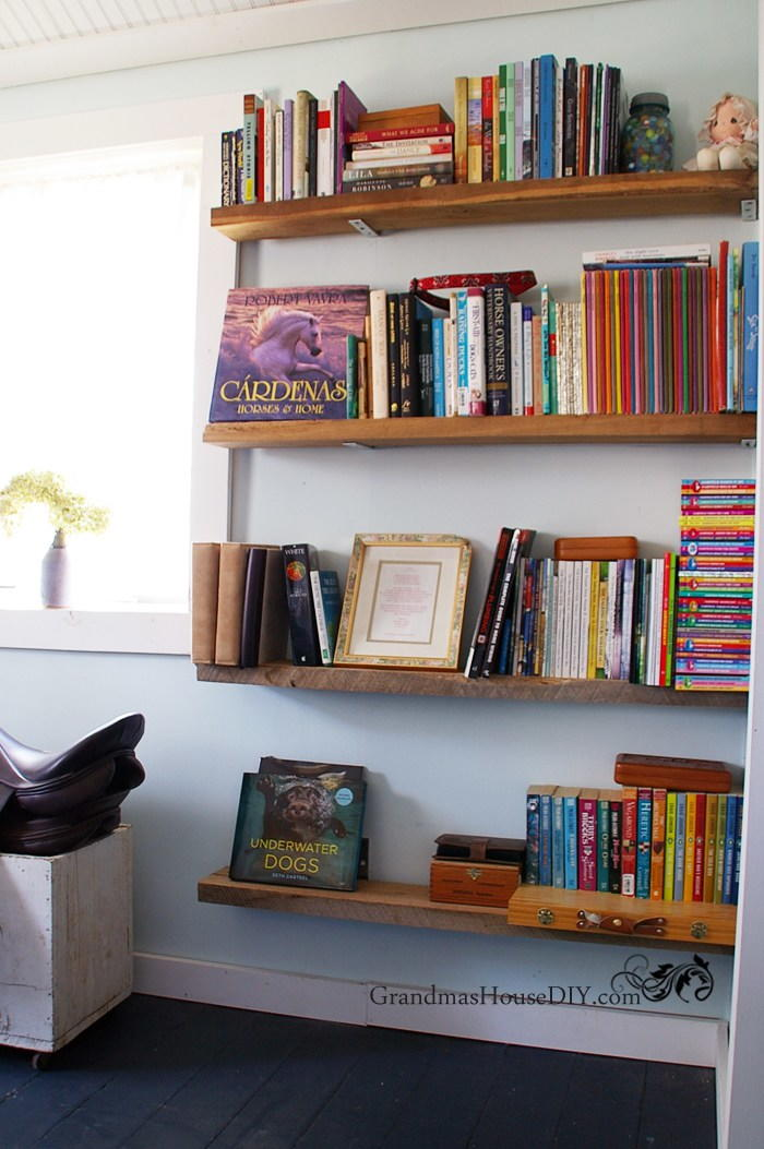 easy diy barnwood bookshelves | diyideacenter