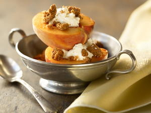 Fresh Peaches Stuffed with Mascarpone and Macaroons