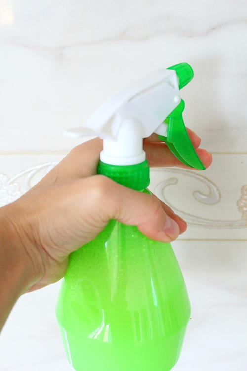 Homemade Miracle Bathroom Cleaner