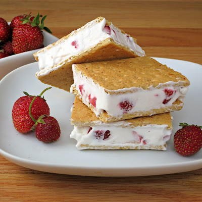 Cool Whip Strawberry Sandwiches