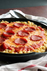 One-Pot Pepperoni Pizza Mac and Cheese